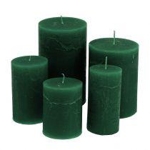 Velas de colores Verde oscuro de diferentes tamaños.