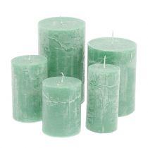 Velas de colores Verde claro de diferentes tamaños.