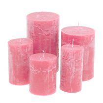 Velas de colores Rosa de diferentes tamaños.