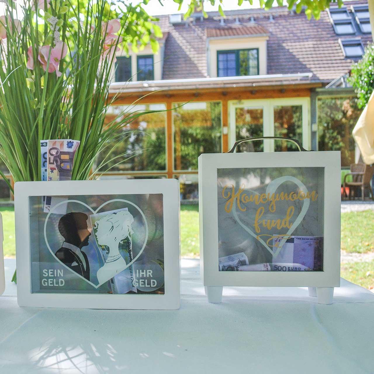 """Hucha de boda """"Fondo de luna de miel"""" de madera con frente de cristal blanco H15m"""